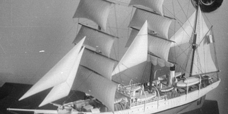 старые модели из пластика (корабли)
